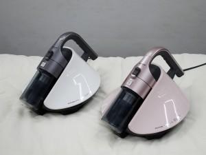 シャープのサイクロンふとん掃除機「EC-HX100」。本体カラーはシルバー系とピンク系の2色