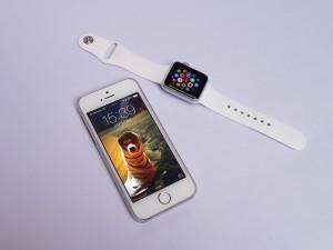 アップル「Apple Watch Sport 38mmシルバーアルミニウムケースとホワイトスポーツバンド」