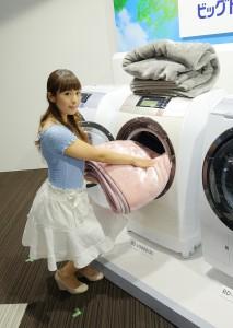 日立アプライアンスの業界最大洗濯容量11kgを実現したドラム式洗濯乾燥機「ヒートリサイクル 風アイロン ビッグドラム BD-V9800」