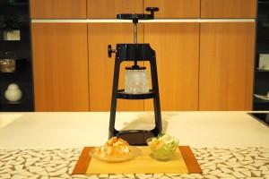 貝印のプロ仕様かき氷器「Kai House 本格かき氷器」デザインもレトロで素敵