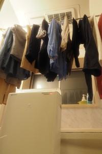 一番のおススメは気密性の高い風呂場で部屋干し。アッというまに乾きますよ